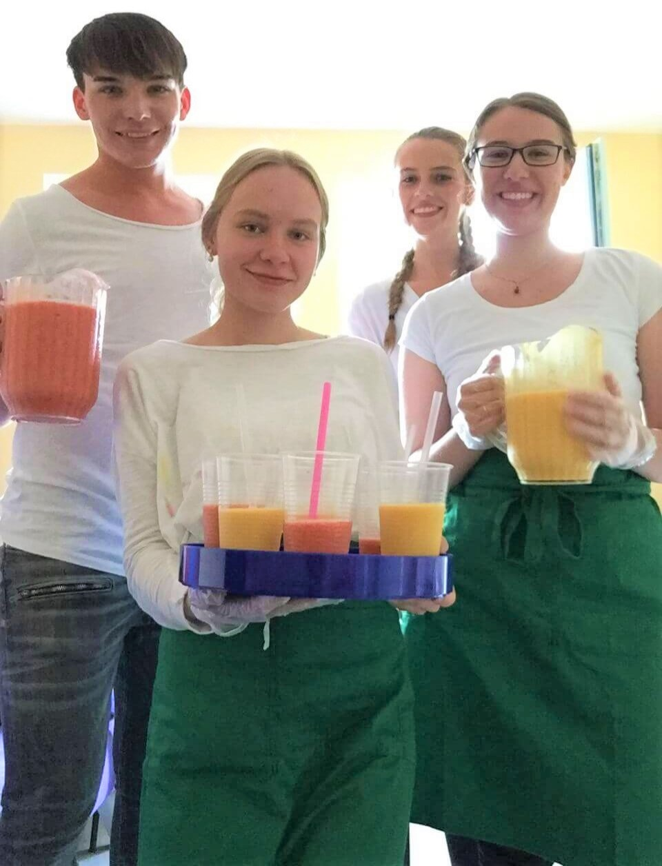 Employees of the Andreas Mohn Foundation present freshly mixed smoothies