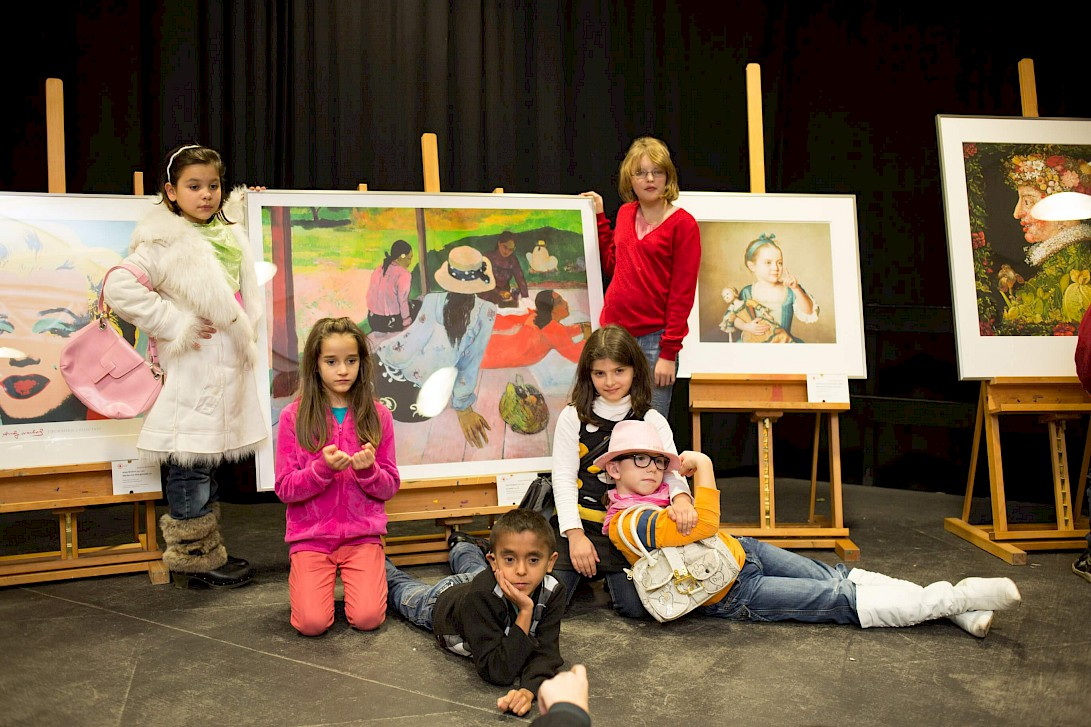 Five pupils at the presentation of the artworks at the opening ceremony